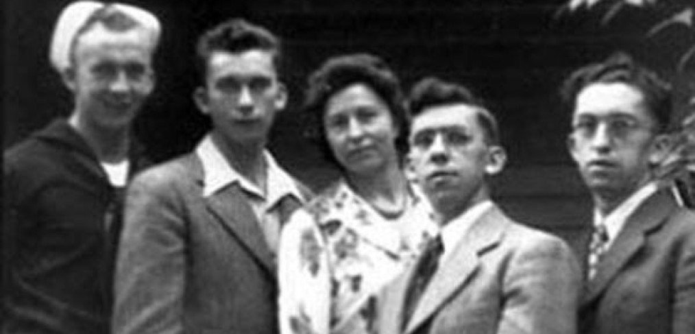 Greis mother with 4 sons