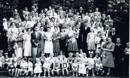 diplomatic internees in a large group, with many children in the first 3 rows