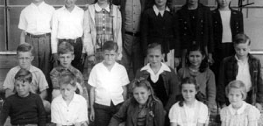 3 rows of children, boys and girls, with their teacher
