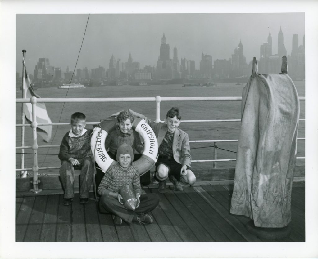 4 boys with life preserver, NYC in background