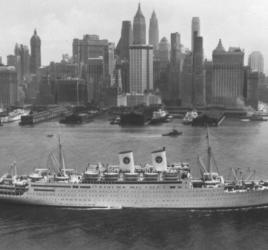 ship leaves New York harbor